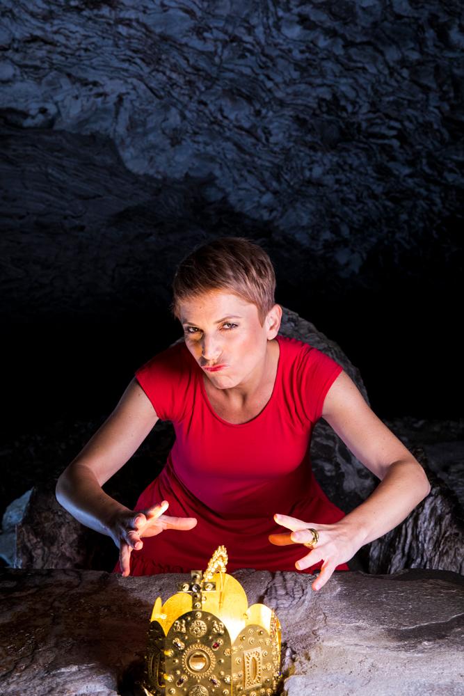 Miriam Deforth in der Barbarossahöhle