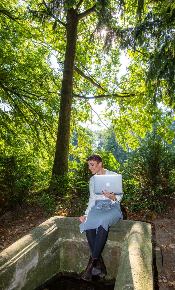 Miris Kyffhäuser Blog - Miriam Deforth im englischen Garten in Bendeleben