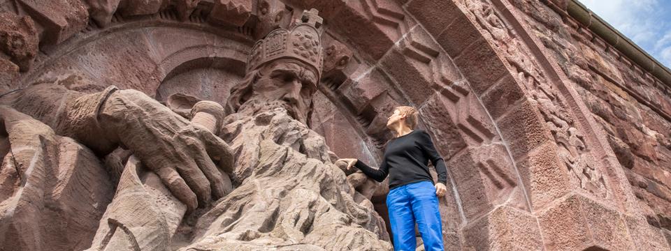 Miriam Deforth auf dem Kyffhäuserdenkmal